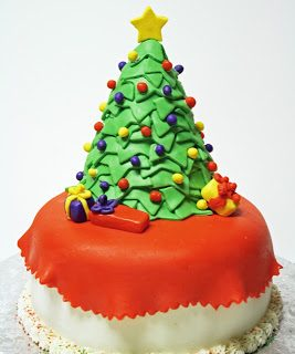 Adventures in Baking :: Christmas Tree Cake
